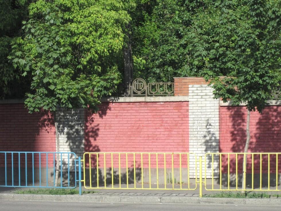 Ограда НТЗ начала 2000-х годов. Слобожанский проспект Ворота в прошлое: ограды Днепропетровска