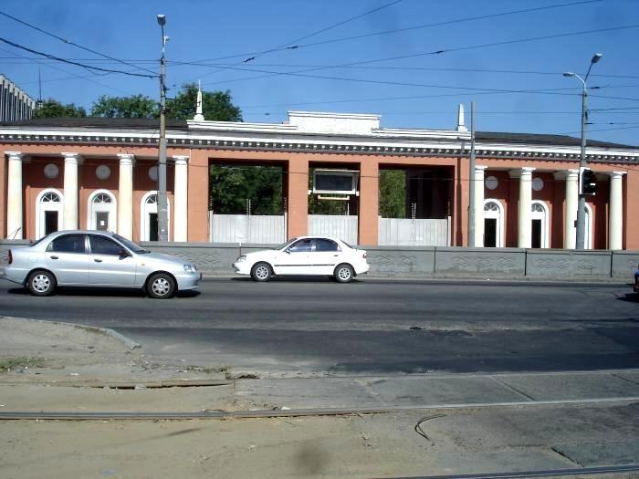Восточная проходная ЮМЗ. Ворота в прошлое: ограды Днепропетровска