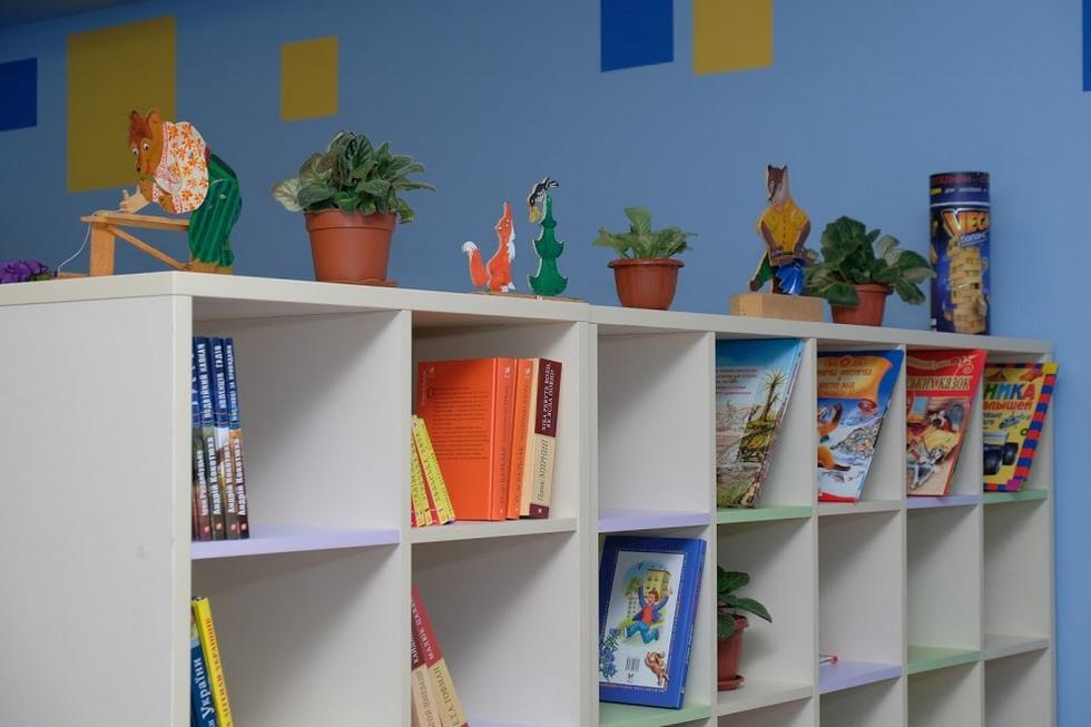 Ученики днепровской школы №47 получили современную комнату отдыха