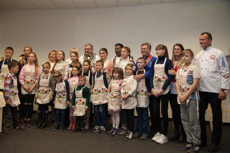 Известные шеф-повара мира провели кулинарный мастер-класс для детей бойцов АТО