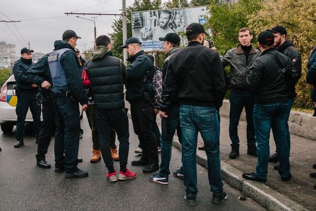 Активисты перекрыли Новый мост: подробности с места событий