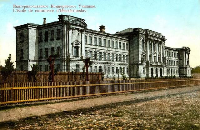 Коммерческое училище - ныне областной совет.