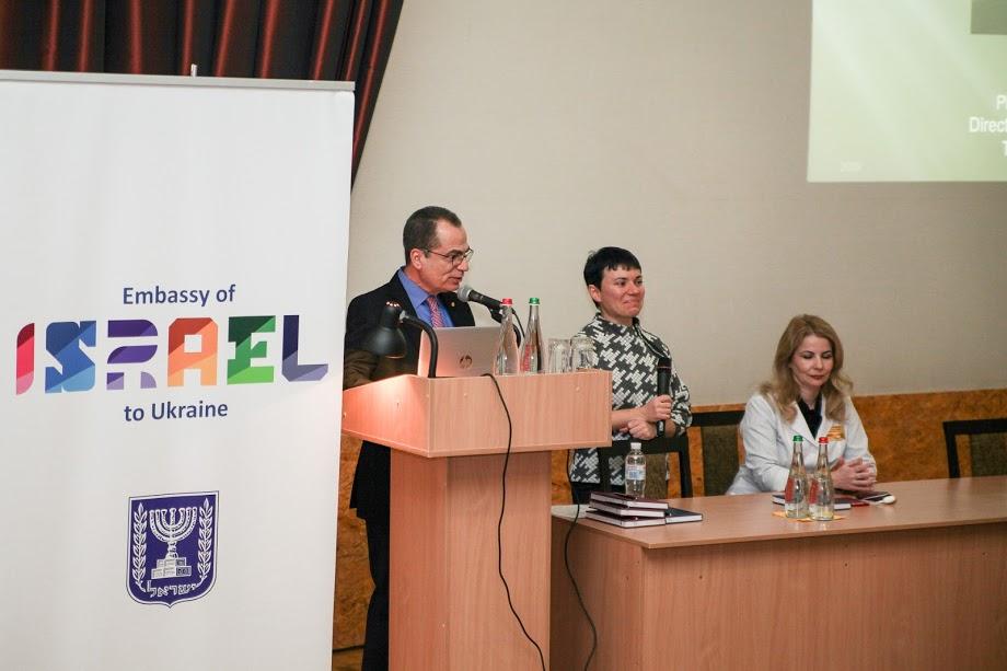 В днепровской больнице №4 израильские медики поделились опытом по реабилитации