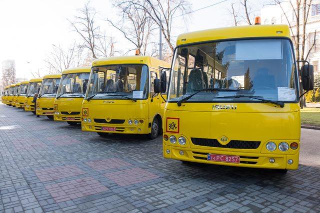 Для школ области закупили 11 автобусов