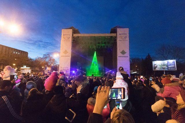 В Днепре впервые «зажглась» уникальная лазерная елка