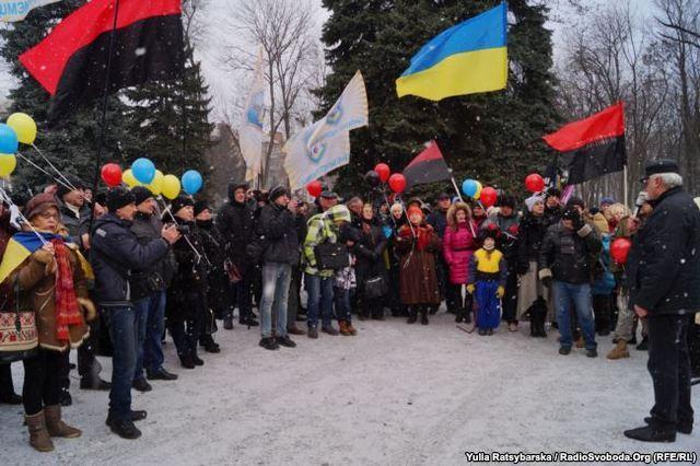 На митинг собрались представители ряда общественных организаций и объединений Днепра