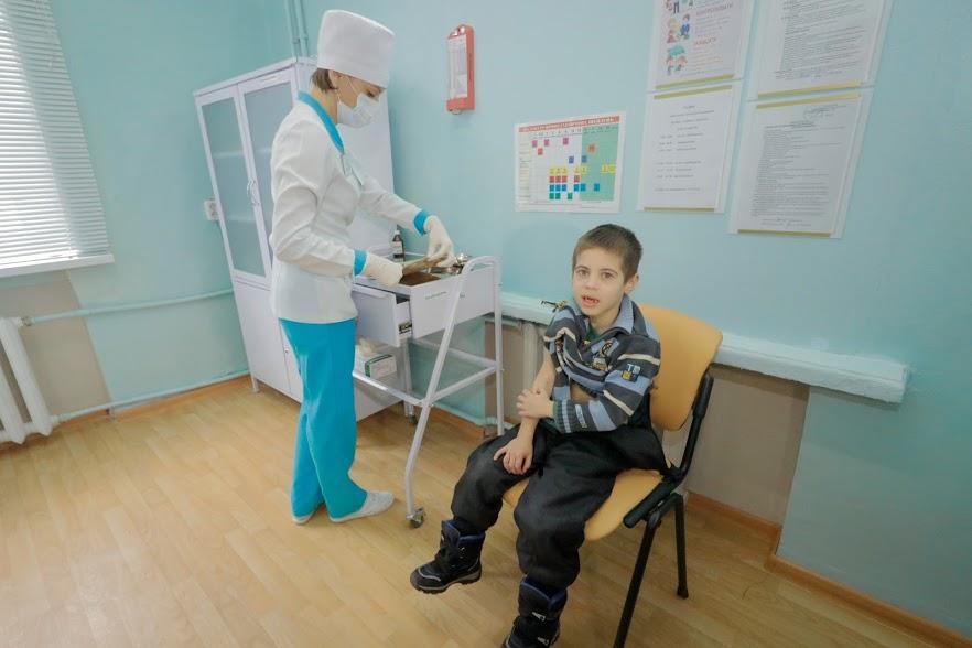 Эпидемии кори нет: Борис Филатов проверил, как проходит вакцинация в медучреждениях Днепра