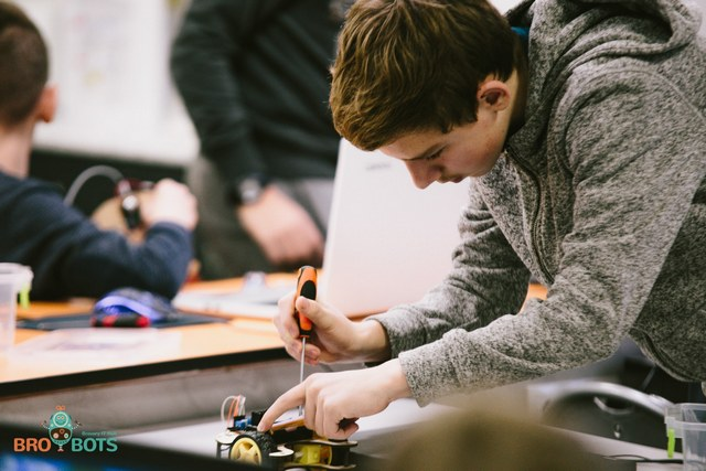 Современные школы робототехники создадут в 7 городах Днепропетровщины