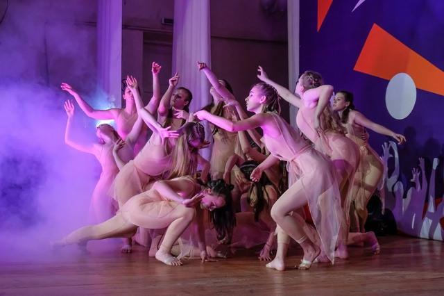 Подростки подготовили современные танцевальные номера