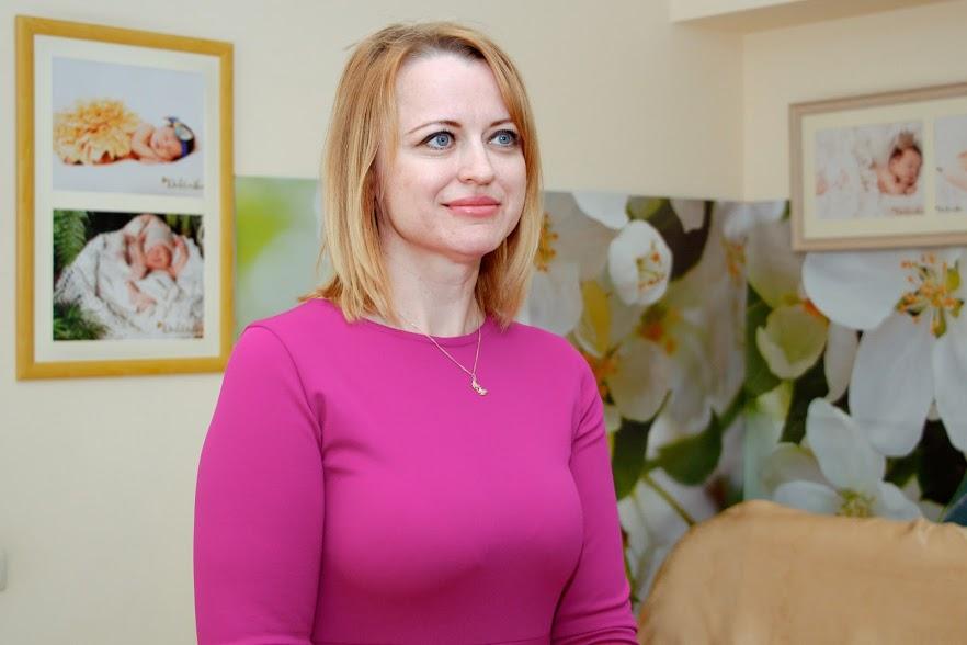 Представители мэрии Днепра поздравили женщин, родивших в День матери