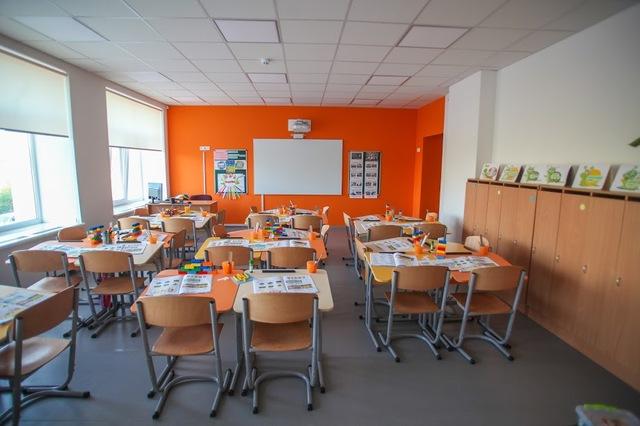 В классах Солонянской школы – новая мебель и мультимедийное оборудование