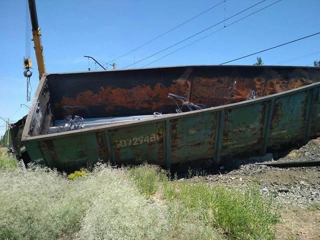 Злоумышленники пустили под откос грузовой поезд в Днепре: подробности