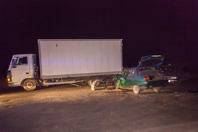 На Запорожском шоссе «Славута» столкнулась с грузовиком