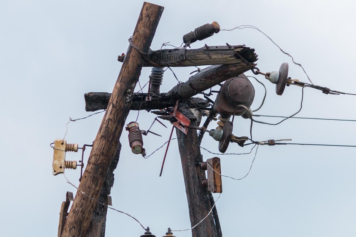 В Днепре от удара молнии загорелась электроопора