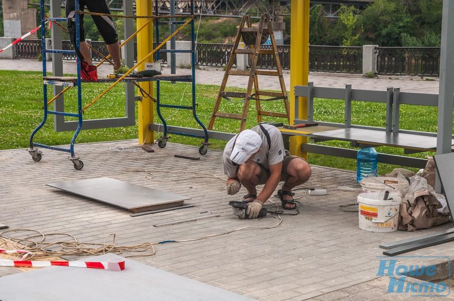 На набережной Днепра строят «умную» остановку