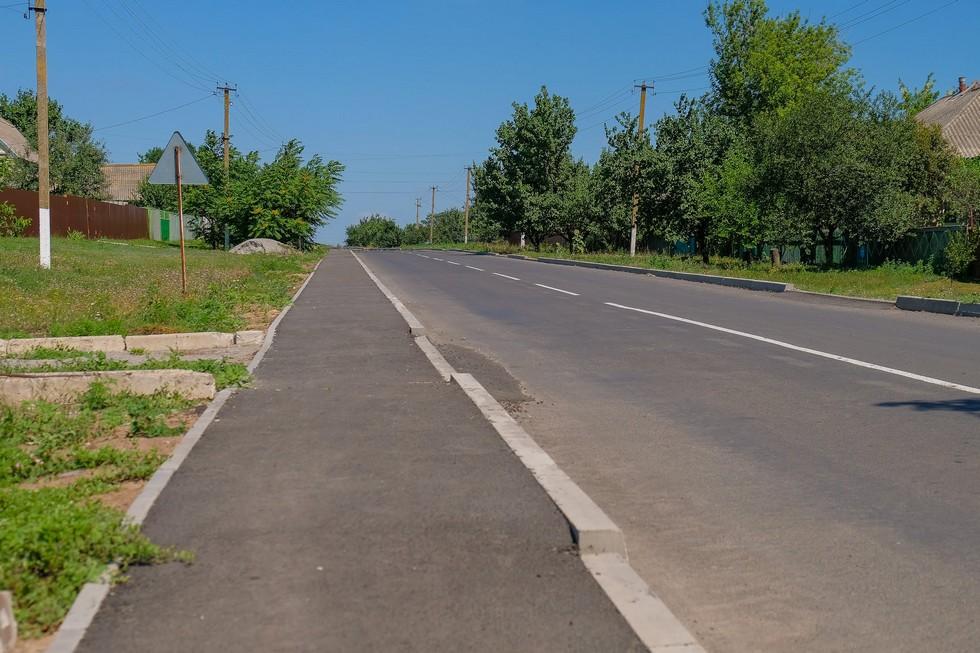 В этом году в Синельниковском районе капитально обновляют 12 дорог