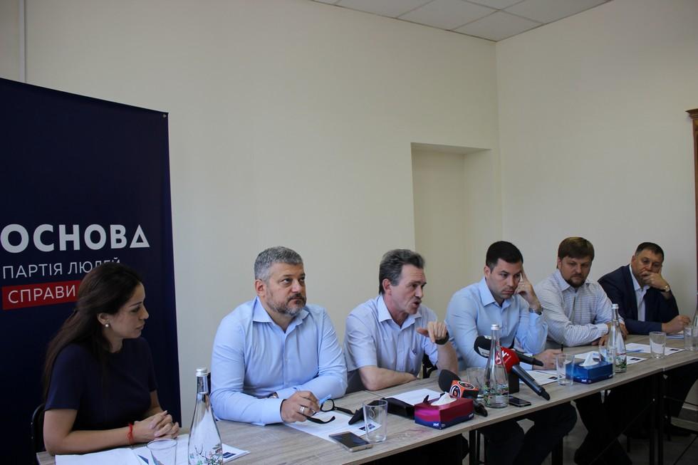 «Основа»: Украину спасут инвестиции