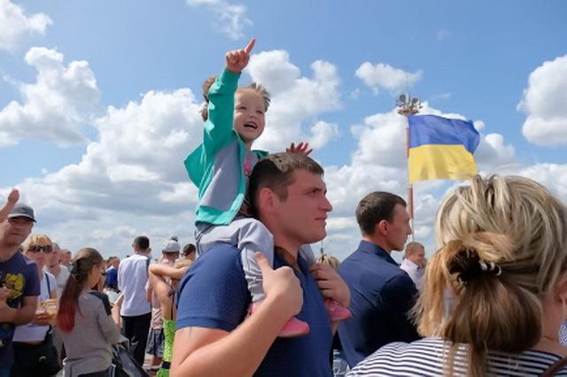 День Независимости на аэродроме в поселке Майское отмечают по-семейному