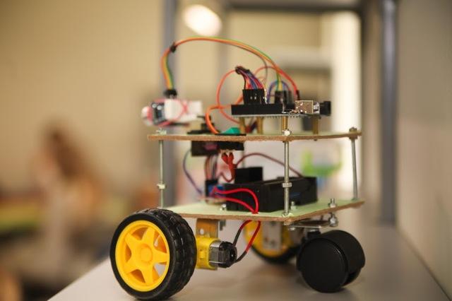 Преподаватели школ робототехники собираются устраивать бои роботов, сконструированных учениками