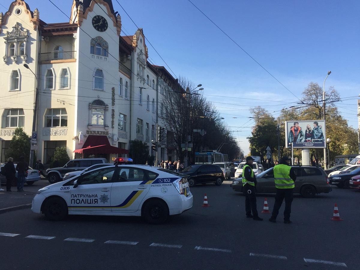 В Днепре «заминировали» апелляционный суд: перекрыли часть проспекта Яворницкого