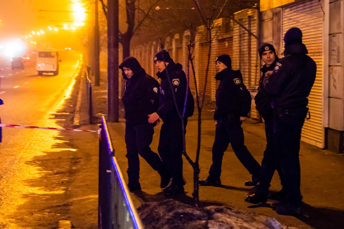 В Днепре полиция задержала мужчину с оружием и гранатой в машине