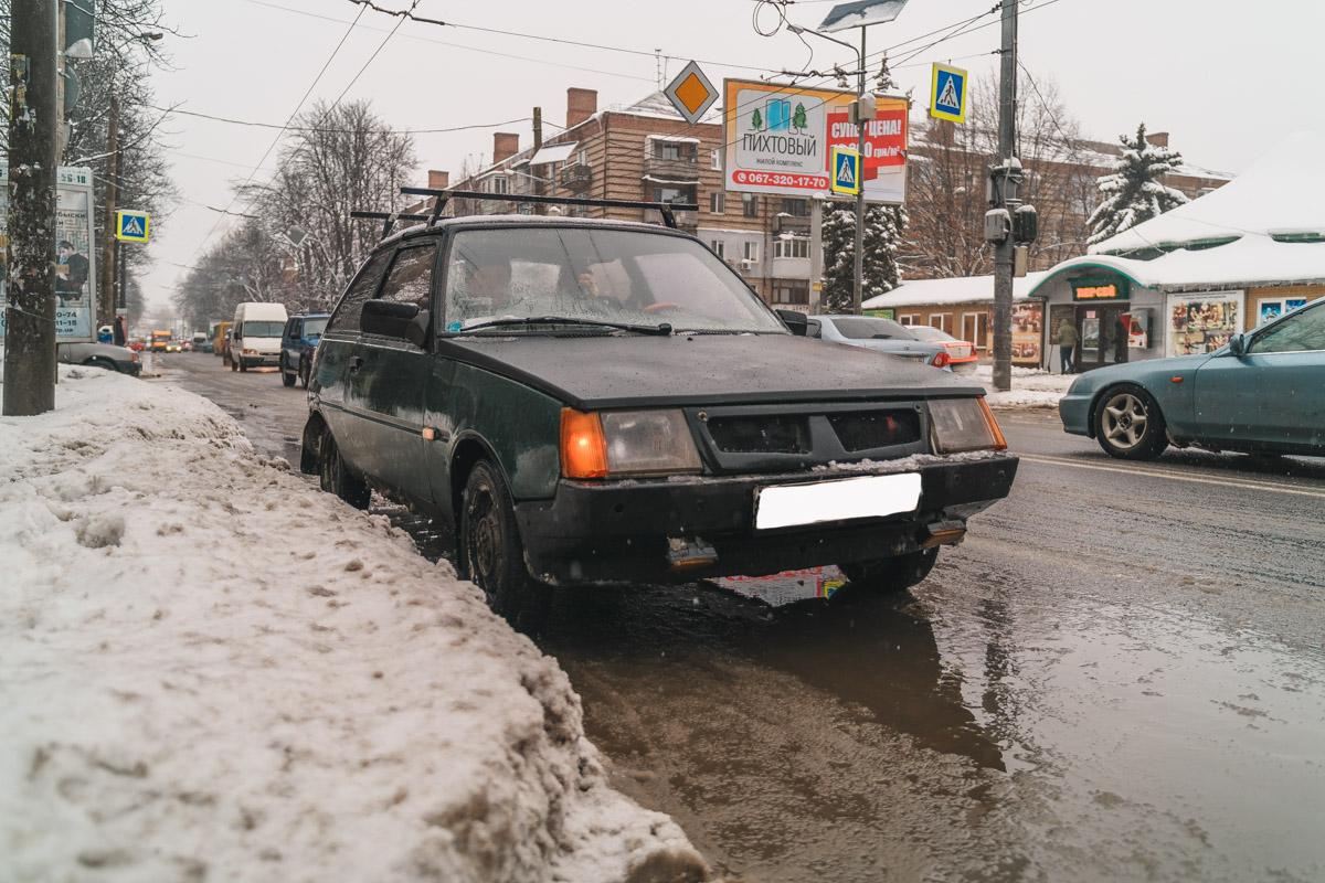 В Днепре на Титова «Таврия» сбила женщину на пешеходном переходе