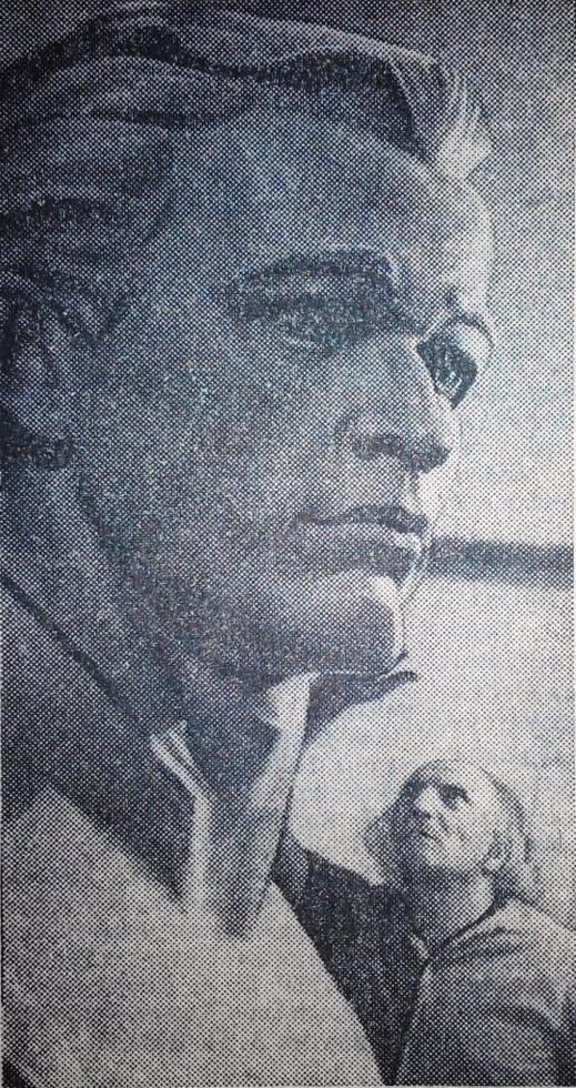 Алексей Жирадков и бюст Клочко в мастерской. 1976 год. Люди Днепра: Династия скульпторов Жирадковых