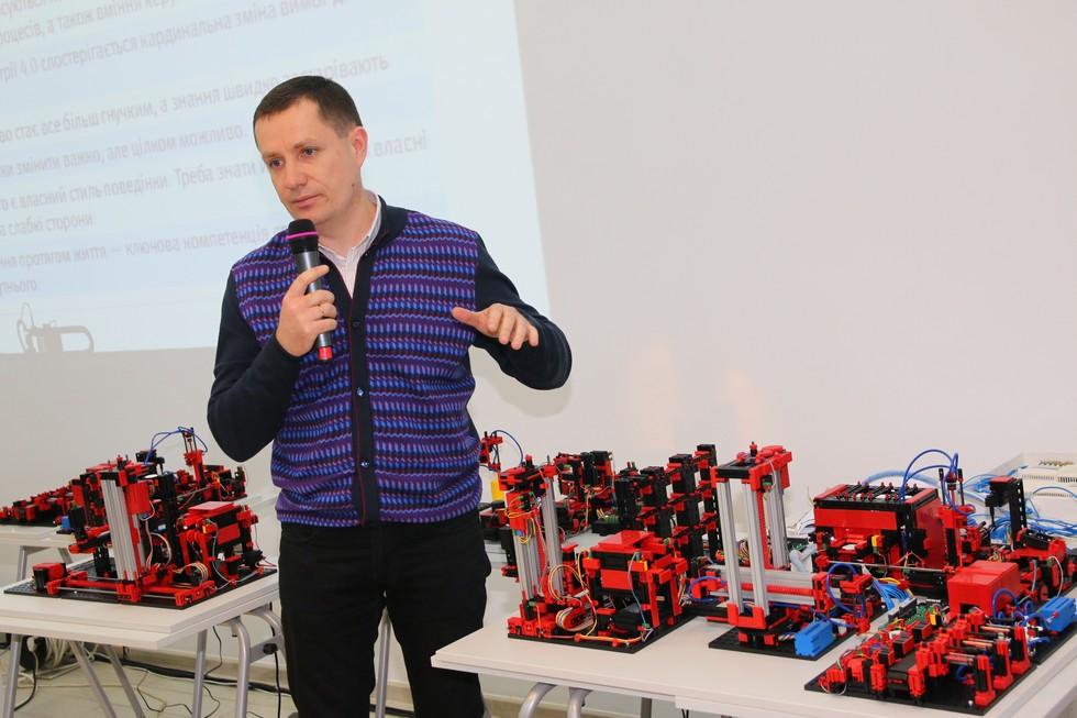 ИНТЕРПАЙП и Днепровская политехника презентовали бесплатную образовательную программу по мехатронике для школьников и учащихся ПТУ