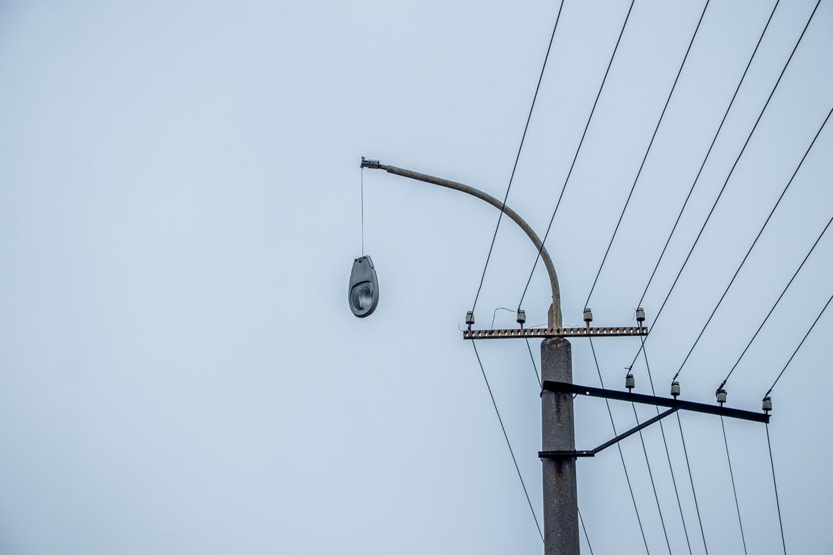 В Днепре на Космической BMW въехал в столб: пострадал водитель