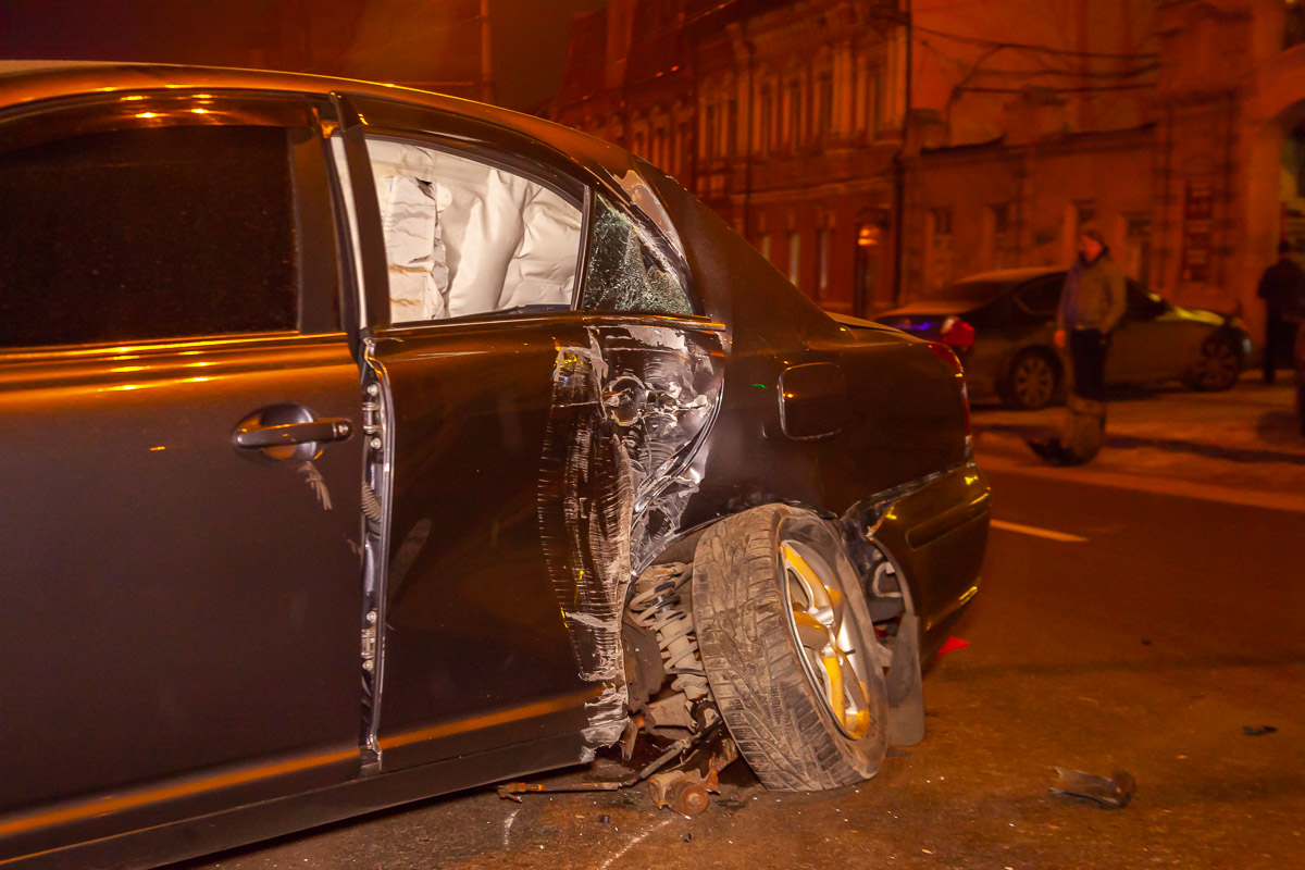 В Днепре на проспекте Александра Поля столкнулись Subaru и Toyota