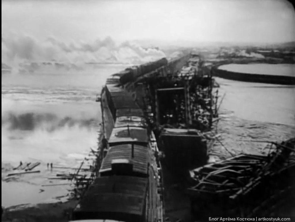 Построенный красноармейцами деревянный мост продолжал остатки взорванных конструкций Амурской переправы Тайны старых мостов Днепра
