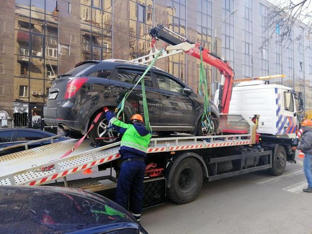 Эвакуация за неправильную парковку в Днепре