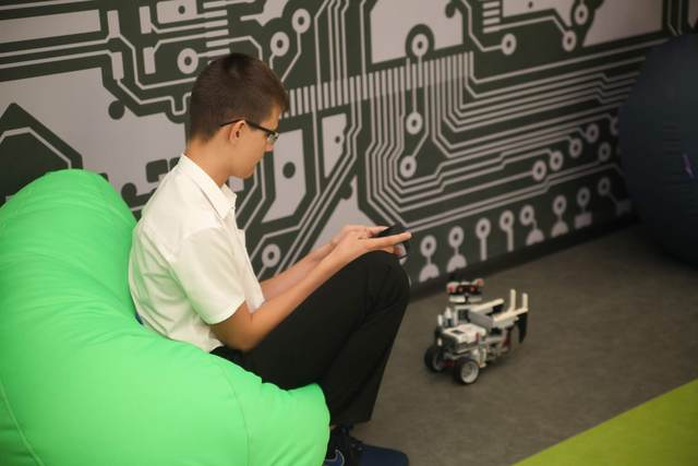 Обучение в школах робототехники - бесплатное