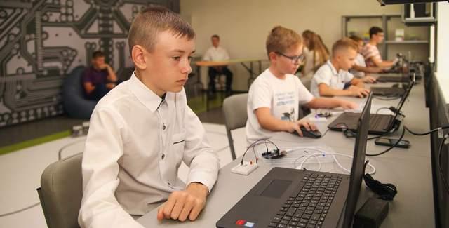 В области работает 8 школ робототехники