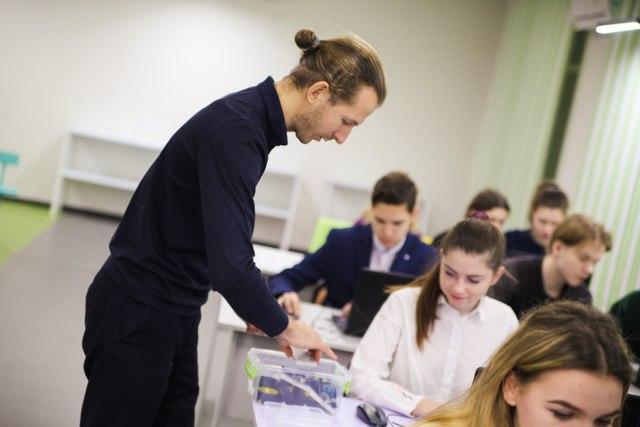 Перед тем, как приступить к работе, преподаватели школ робототехники  прошли специальные курсы