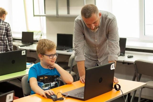 Школы робототехнике на Днепропетровщине помог создать Филипп Духлий