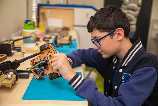 Ученики школ робототехники могут спроектировать, собрать и запрограммировать робота