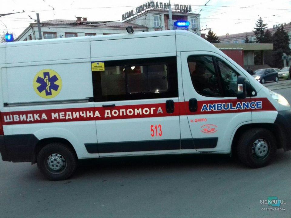 В Днепре возле ДК «Ильича» грузовик без тормозов протаранил два авто: есть пострадавшие
