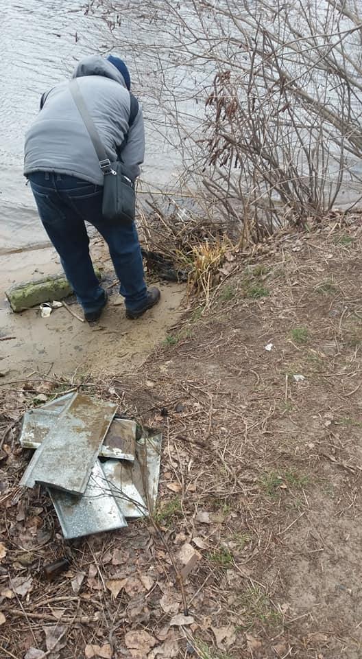 На жилмассиве Каменский в Днепре активисты расчищали места отдыха