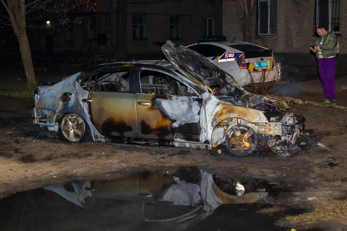 В Днепре на Калиновой сгорела Skoda