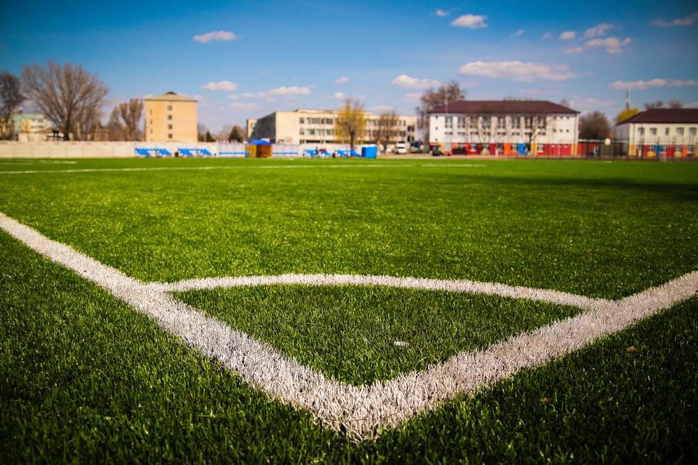 Стадион международного уровня построили возле обновленной школы в Петриковке