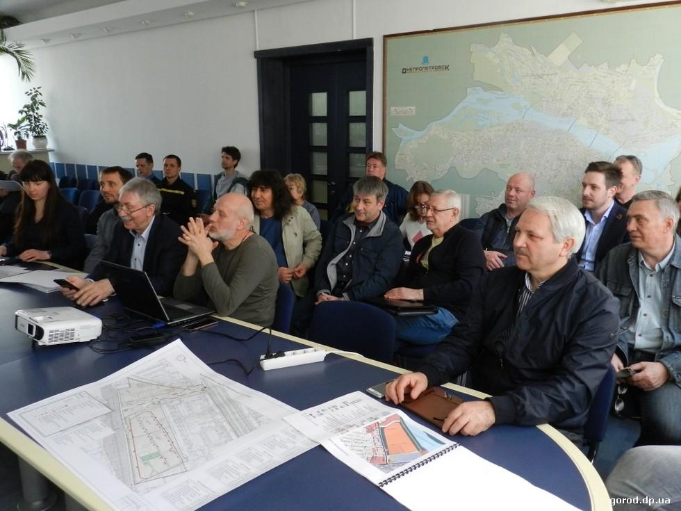 Новости градсовета Днепра: «мир» - ландшафтам, «война» - дворцам