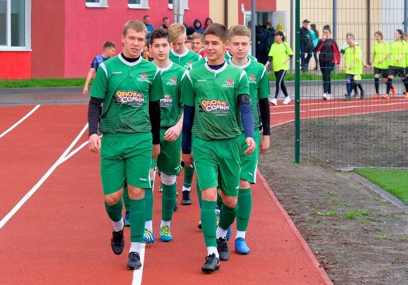 Современный стадион европейского образца открыли в Петриковке