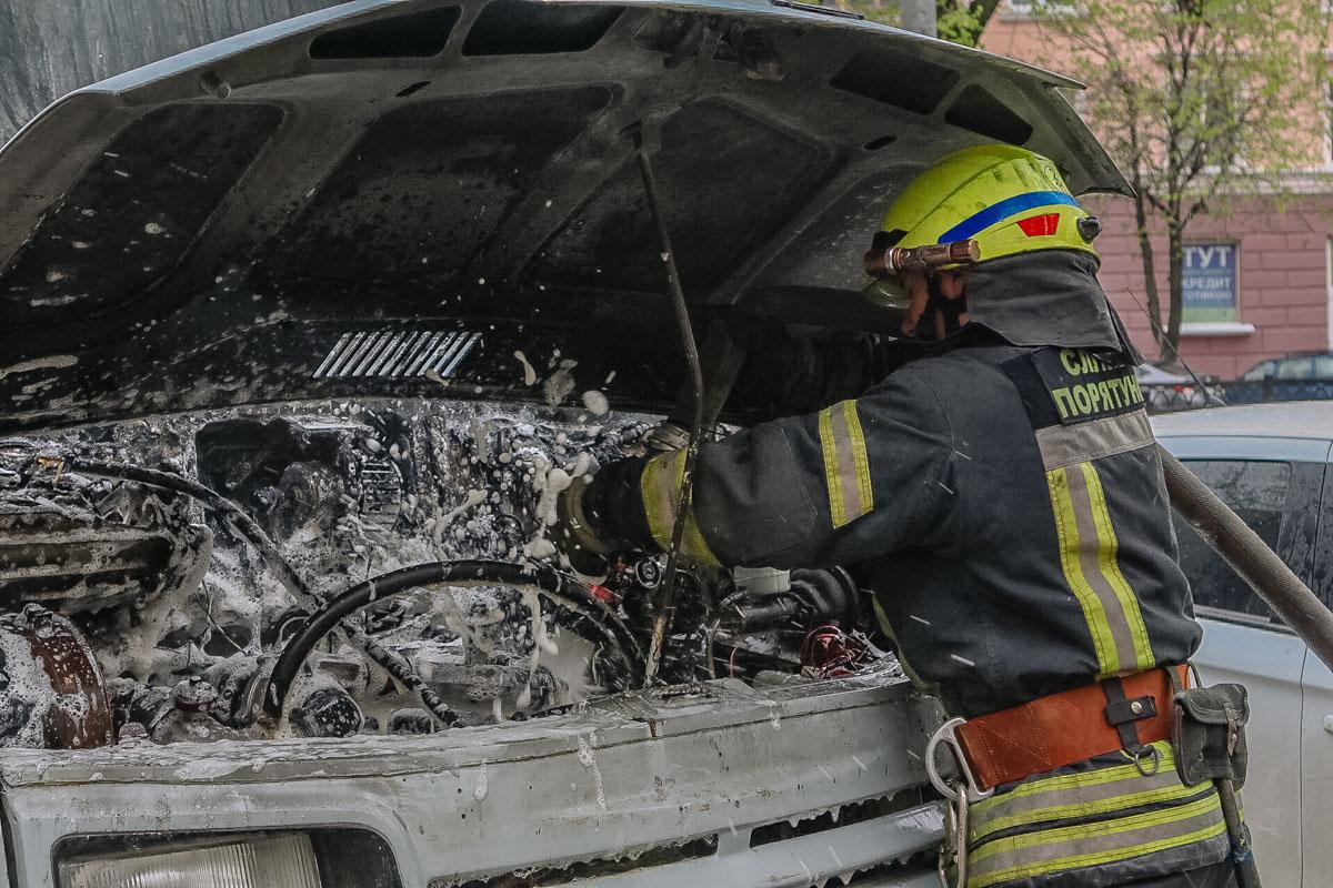 В центре Днепра загорелся грузовой автомобиль