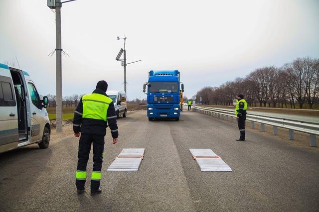 За весом большегрузов следят представители «Укртрансбезопасности» и Национальной патрульной полиции
