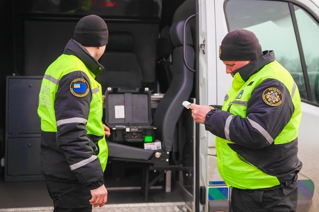 Водителю выдают талон, в котором указан вес транспортного средства