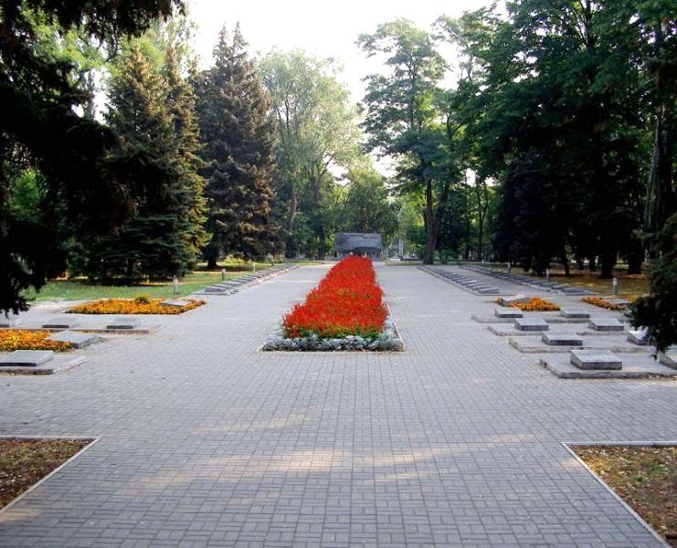 Мемориальное кладбище на Соборной площади. Наш город век назад: что происходило в Екатеринославе весной 1919-го