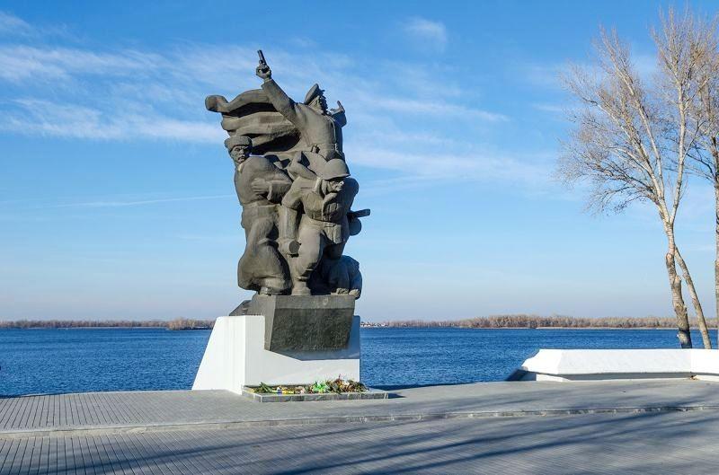 Памятник воинам 152-й дивизии. Ко Дню Победы: генерал Василий Каруна