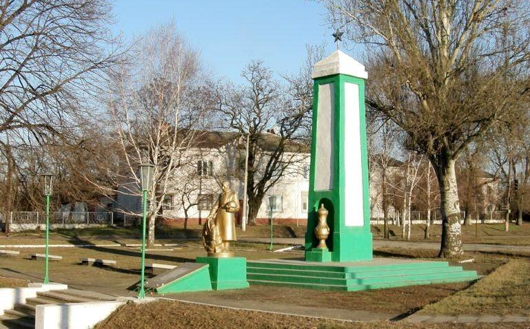 Воинское кладбище на проспекте Мануйловском (бывший Воронцова). Здесь был похоронен генерал Каруна. Ко Дню Победы: генерал Василий Каруна