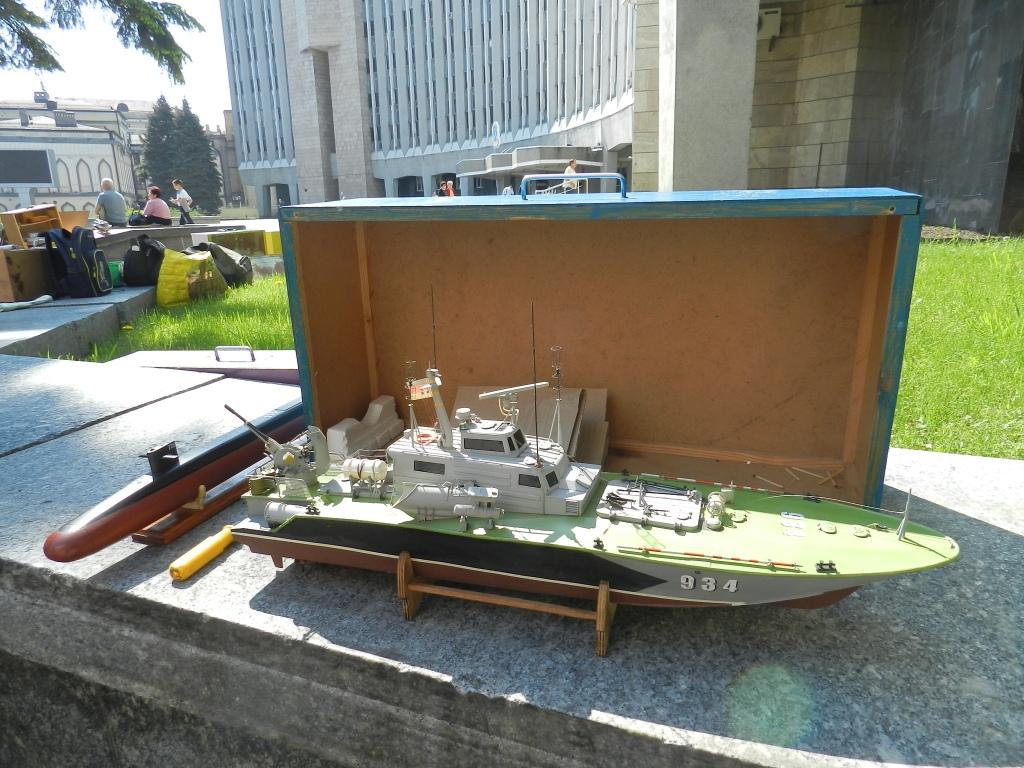 У горсовета Днепра запускали кораблики